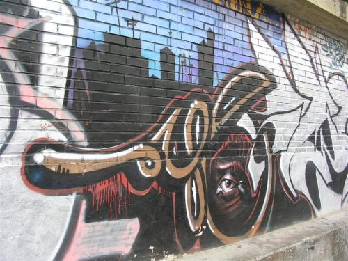 El ojo en la ciudad oscura. Grafiti 94.