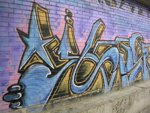 Estrella y mano sujetando el graffiti. Grafiti 95.