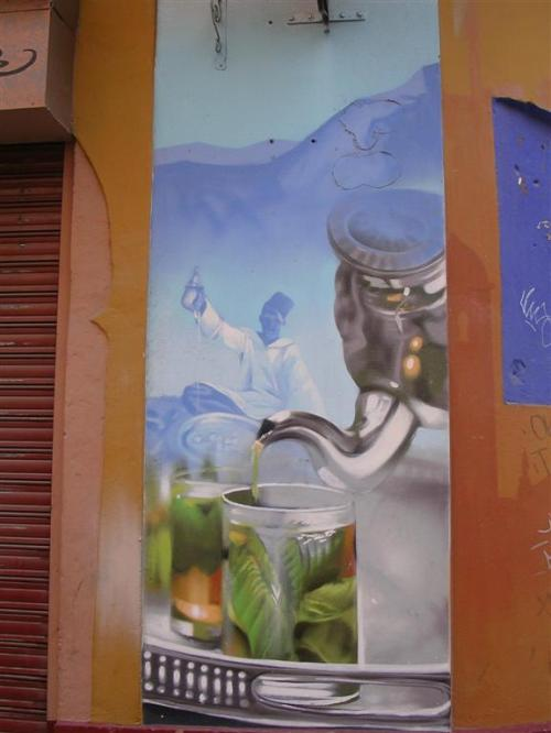 Casa del Té (II). Tetera. Sirviendo un té verde. Grafiti 122.