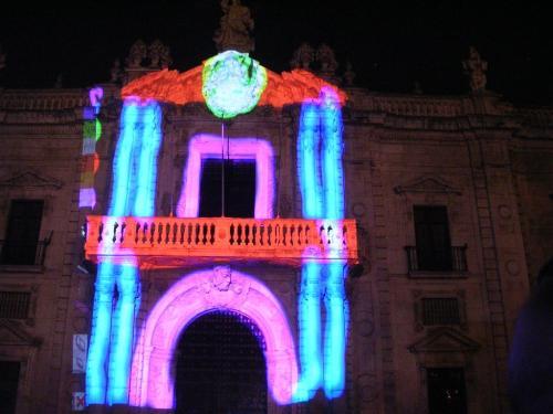 Puerta del Rectorado de la Universidad de Sevilla. Suso33. Grafiti 136.