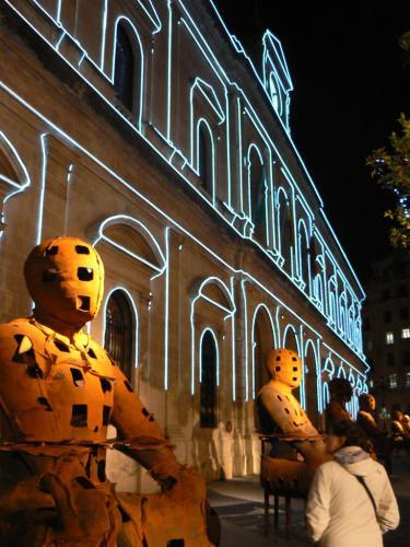 """Fotos nocturnas de la exposición """"Xavier Mascaró. Esculturas"""" – Guardianes. Foto por martin_javier"""