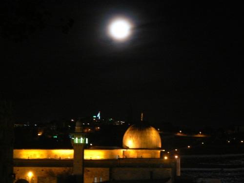 Foto nocturna de la Mezquita de Al-Aqsa Jerusalem - Israel