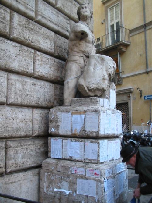 Foto de la estatua de Pasquino en Roma - Italia. Foto por martin_javier