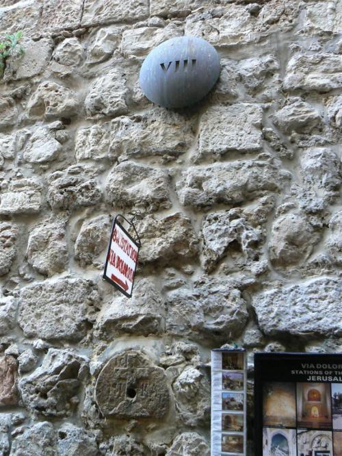 Fotos de la Vía Dolorosa – Vía Crucis : Octava Estación : Jesús consuela a las mujeres de Jerusalén. Jerusalem – Israel. Foto por martin_javier