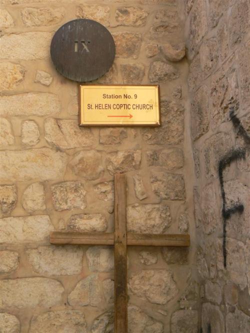 Fotos de la Vía Dolorosa – Vía Crucis : Novena Estación : Jesús cae por tercera vez. Jerusalem – Israel. Foto por martin_javier