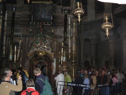 Fotos de la Vía Dolorosa – Vía Crucis : Decimocuarta Estación: Jesús es sepultado. Jerusalem – Israel. Foto por martin_javier