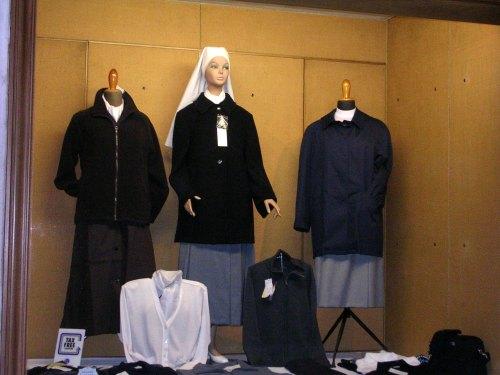 Foto de tienda exclusiva para curas y monjas en Roma. Foto por amrtin_javier