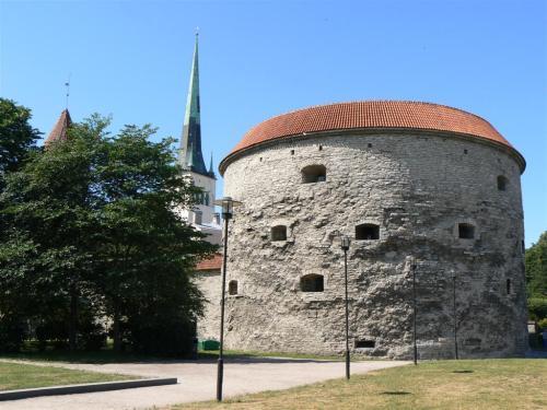 Fotos del bastión Margarita la Gorda (Paks Margareeta), museo marítimo en  Tallin – Estonia . foto por martin_javier