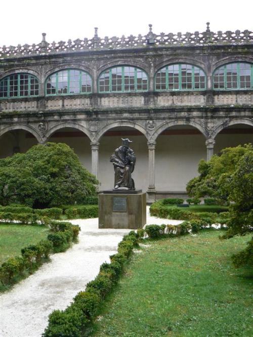 Foto de la estatua de Alonso de Fonseca y Ulloa en Santiago de Compostela - España. Foto por martin_javier
