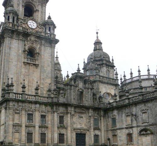 Fotos de la Catedral de Santiago de Compostela – Puerta Real – Fachada de la Plaza de la Quintana – España. Foto por martin_javier
