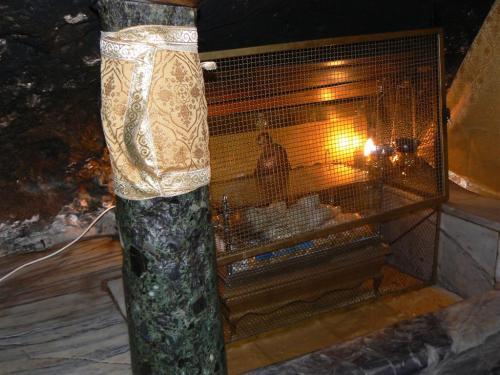 Fotos de la Gruta del Nacimiento en la Basílica de la Natividad en Belén - Palestina. Foto por martin_javier