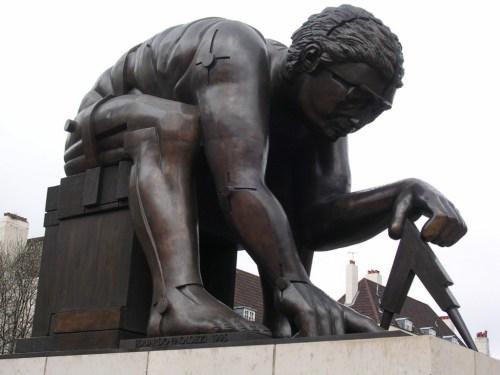 Foto de la estatua de Newton del escultor Eduardo Paolozzi en Londres - Inglaterra. foto por martin_javier