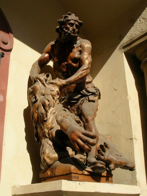 Foto de la estatua de Hércules de la Casa Menhart en Praga - República Checa. Foto por martin_javier
