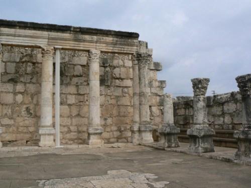 Fotos de la sinagoga blanca en Cafarnaúm - Israel. Foto por martin_javier