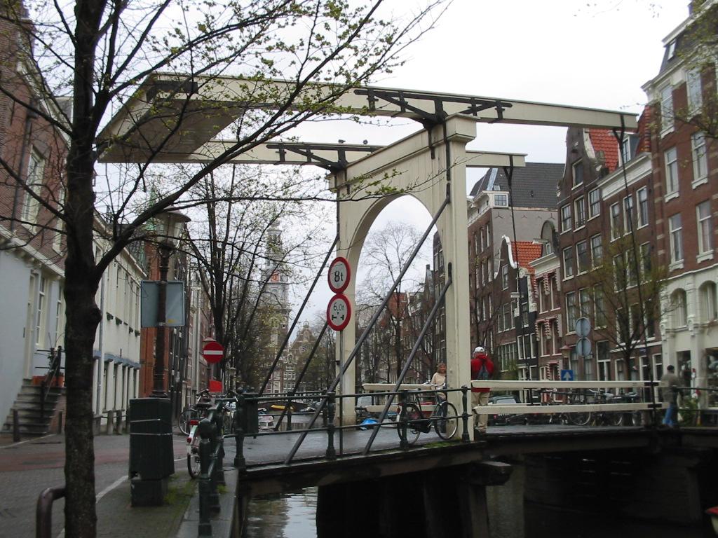 fotos de puentes sobre los canales de amsterdam holanda foto por
