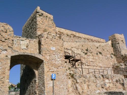 Fotos de la Muralla y Arco de Bezudo en Cuenca - España. foto por martin_javier