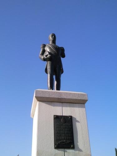 Vandalismo: Fotos de la estatua del General San Martín en Sevilla. Foto por martin_javier