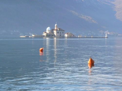 Fotos de la iglesia de Nuestra Señora de las Rocas (isla) - Perast - Bahía de Kotor - Montenegro. Foto por martin_javier