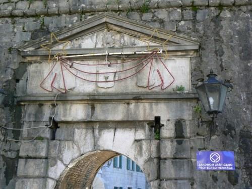Fotos de la Puerta del Río (1540) o Puerta Norte de la ciudad de Kotor – Montenegro. Foto por martin_javier