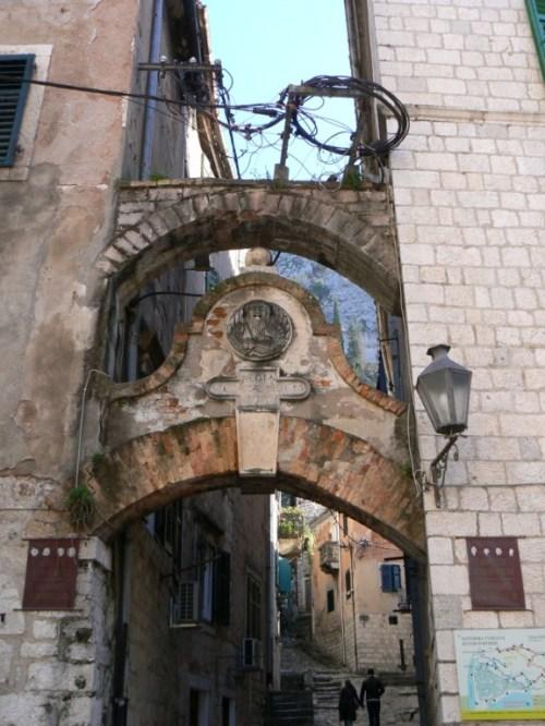 Fotos de la entrada principal a la fortaleza de San Iván (Juan) de Kotor - Montenegro. Foto por martin_javier