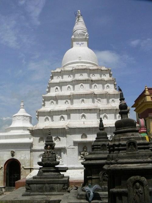 Fotos de templos, fuente... en la Estupa de Swayambhunath - Valle de Katmandú - Nepal. Foto por martin_javier
