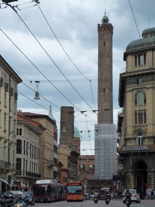 Fotos Garisenda y Asinelli, las dos torres de Bolonia - Italia. Foto por martin_javier